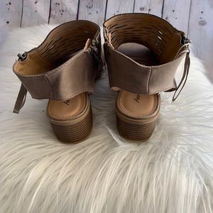 American Eagle Outfitters Shoes - NWT American Eagle Sandals